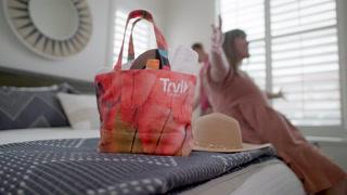HYOU Tote Bags