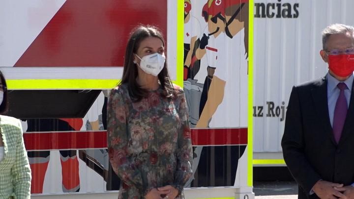 Doña Letizia recicla el vestido \'cintura de avispa\' que compró en Zara hace 4 años