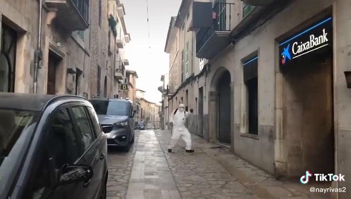 Los cazafantasmas desinfectan las calles