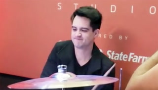 Panic! at the Disco frontman opens studio for kids – VIDEO