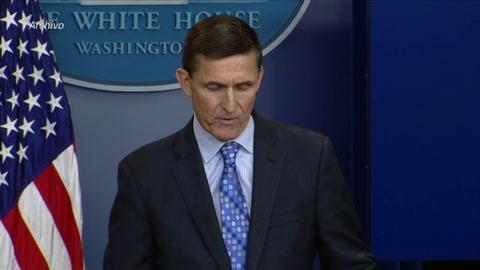 Trump indulta a su exasesor Michael Flynn, quien mintió al FBI sobre Rusia