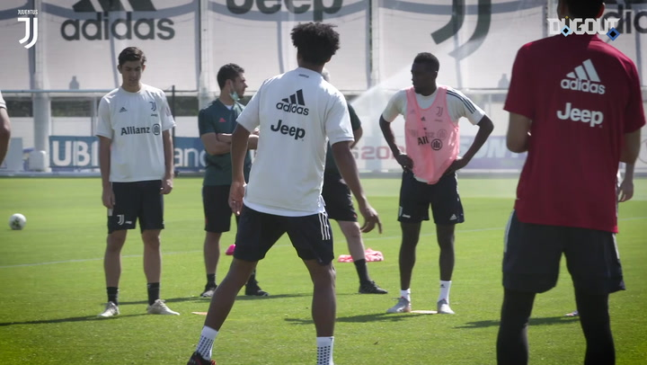 Juventus keepers take part in rondo and target practice