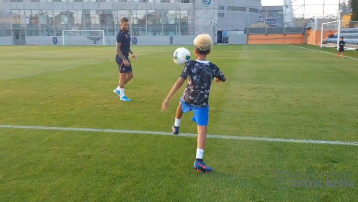 Robinho shows off skills with his son