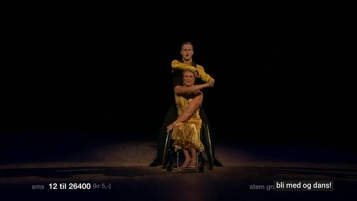Birgit Skarstein danser i rullestol.
