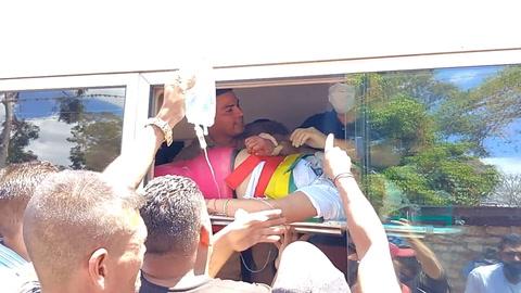 Rescatan a mujer atrapada dentro de un bus tras accidente en Cantarranas