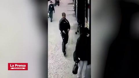 Mujer asesina a su exnovia a plena luz de día en Nueva York