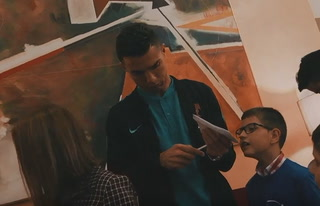 Cristiano Ronaldo lleva alegría a niños de un hospital en Portugal