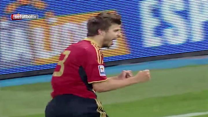 Así fue el primer gol de Piqué con la selección en la fase de clasificación para el Mundial 2010