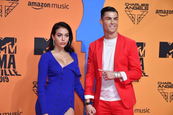 Cristiano Ronaldo y Georgina Rodríguez deslumbran en los MTV EMA's