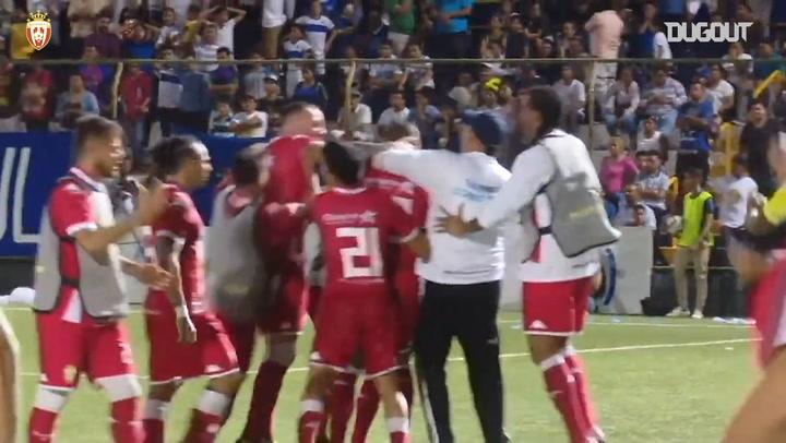 Vinícius de Souza's unbelievable curled goal from outside the box