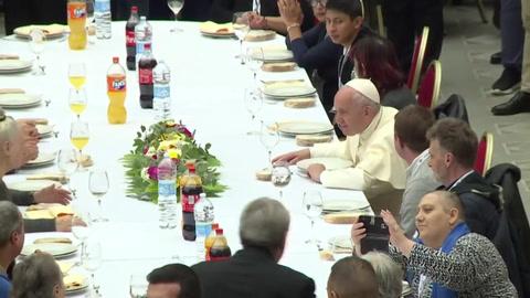 El papa Francisco recibe para un almuerzo a 1.500 pobres