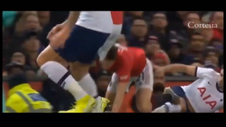 VIDEO: José Mourinho recibió tremendo golpe y la afición del Manchester United se burla