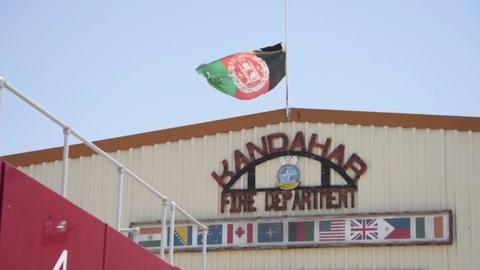 Talibanes atacan aeropuerto de Kandahar, segunda ciudad de Afganistán