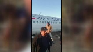 Un avión comercial iraní acaba su aterrizaje en una autopista