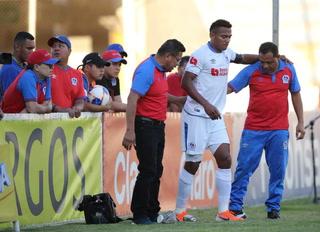 Ever Alvarado enciende las alarmas en Olimpia al marcharse lesionado del clásico ante Marathón