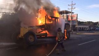 Se incendia tractor de la alcaldía de San Lorenzo