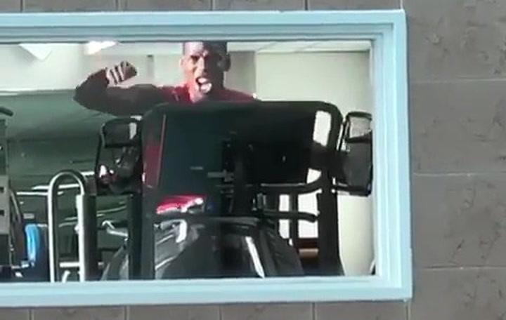 Paul Pogba se divierte entrenando en el gimnasio mientras decide su futuro