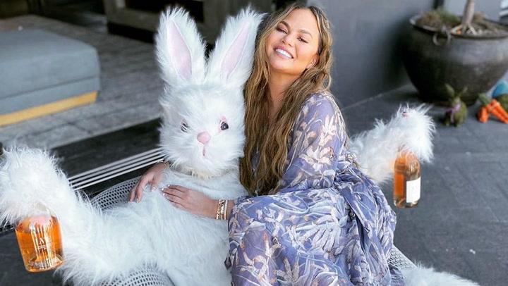 De Shakira con sus conejitos a Bartra con un futbolín de chocolate: las \'celebs\' festejan la Pascua