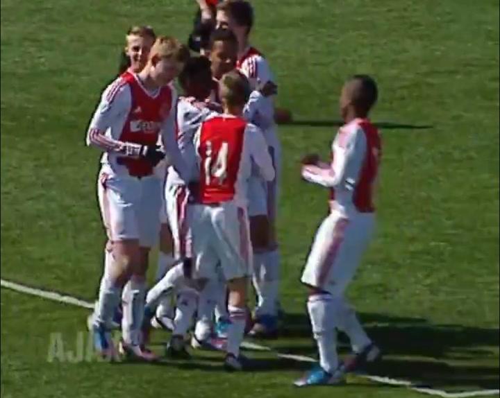 Gol de De Ligt con el Ajax, con 14 años