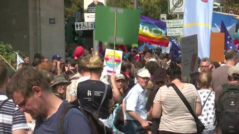 Decenas de miles de personas protestan en Dresde contra la ultraderecha alemana
