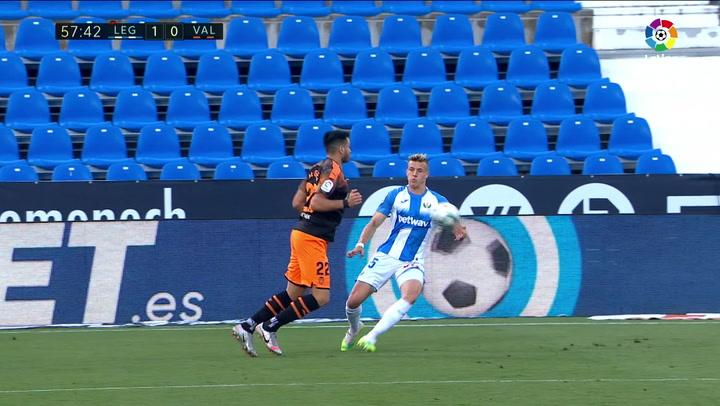 El penalti de Parejo parado por Cuéllar que mantiene vivo al Leganés