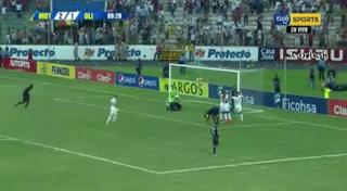 Marcelo Pereira anota en contra para el 2 - 2 de Olimpia ante Motagua