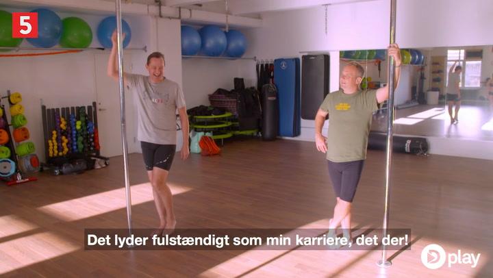 Uffe Holm og Jesper Skibby udfordres til poledance