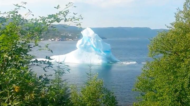 Isfjellet dukket opp 30 meter fra huset