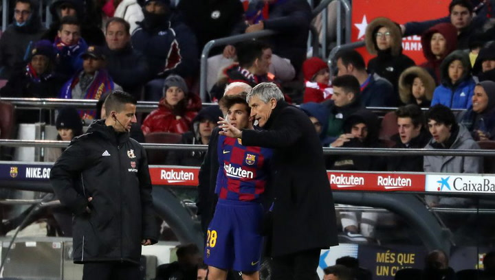 Riqui Puig y Neto, titulares en un once con muchas novedades