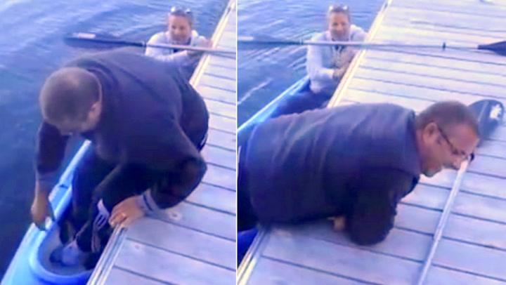 Mannen setter én fot i båten – så innser han tabben
