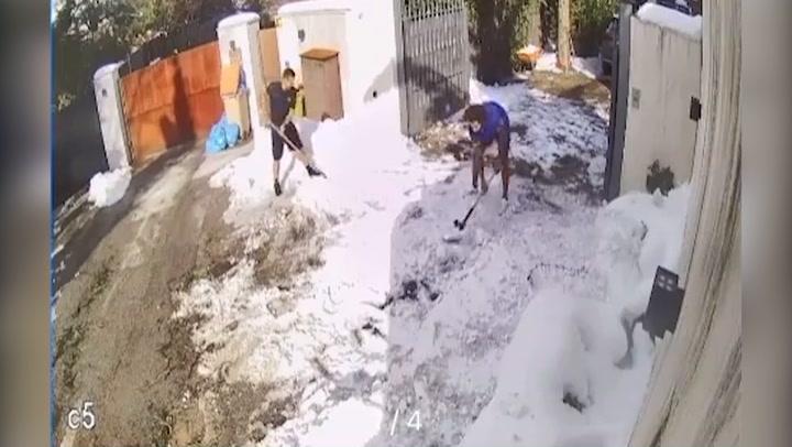 Marcelo se pone en forma... ¡quitando nieve!