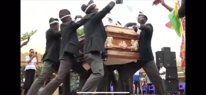 ¿Cuál es el origen del meme viral del funeral?