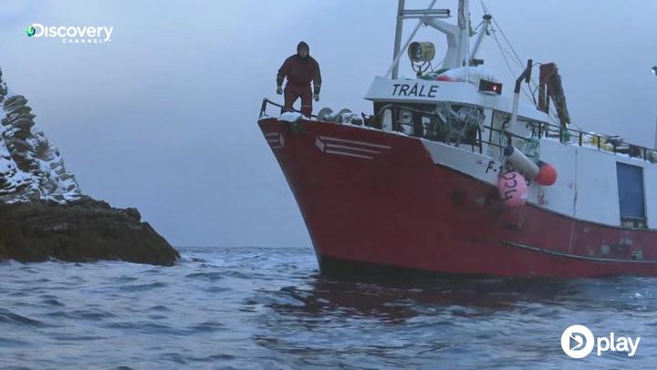 Arktiske fiskere tæt på at kæntre efter motorstop