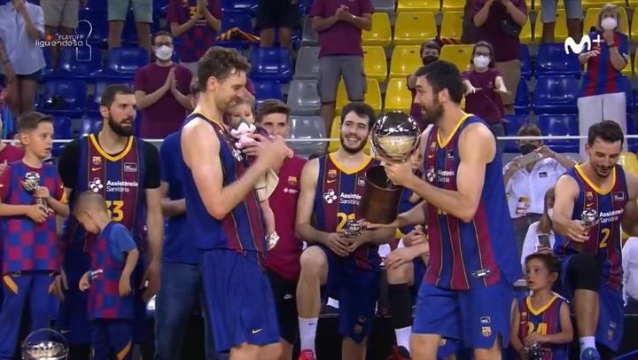 Barça raises the trophy as champion of the Endesa League