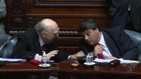 Expresidentes Mujica y Sanguinetti dejan el senado en Uruguay