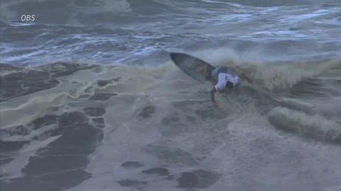 Brasileño Italo Ferreira y estadounidense Carissa Moore, primeros campeones olímpicos de surf