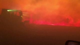 Buscan cuerpos en tierra arrasada por incendios en California