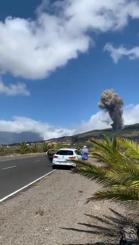 Pobladores de La Palma en alerta por erupción del volcán Cumbre Vieja