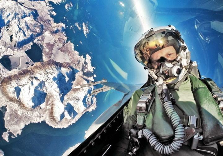 Jagerflypilot med luftig «selfie» over Nord-Norge