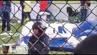 VIDEO: Policía es captado cantando junto a la barra de Olimpia en el Nacional