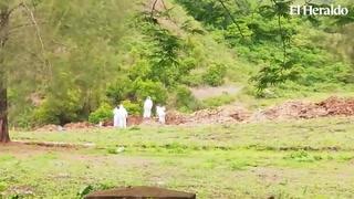 Así entierran los fallecidos por covid-19 en cementerio salida a Olancho