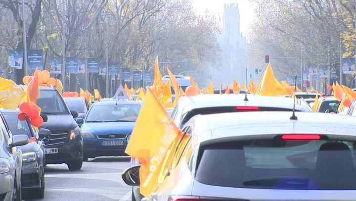 Madrileños protestan contra la 'Ley Celaá' desde sus coches