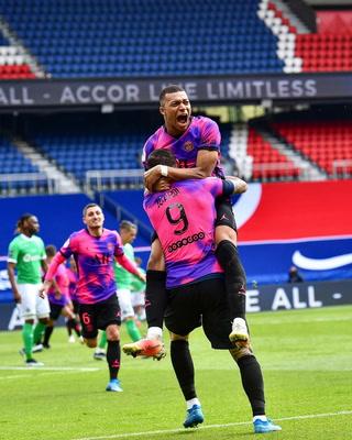 Un gol providencial de Icardi deja al PSG a un punto del Lille