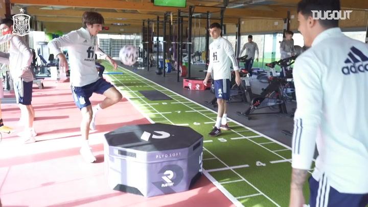 Pedri plays futnet with Spain teammates