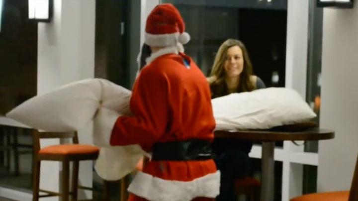 Hva gjør du når julenissen gir deg en pute?