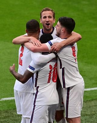 Inglaterra cierra como líder de su grupo y avanza a los octavos de la Eurocopa tras vencer a los checos