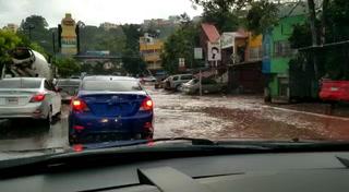 Hato de Enmedio anegado por las fuertes lluvias