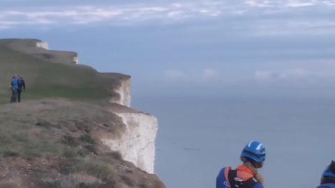 No dudó en saltar por un acantilado para intentar rescatar a un amigo
