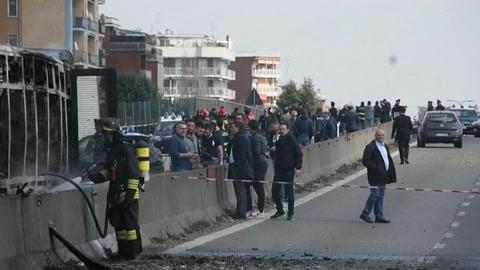 El incendio de autobús escolar en Milán, un gesto premeditado sin lazos con el extremismo