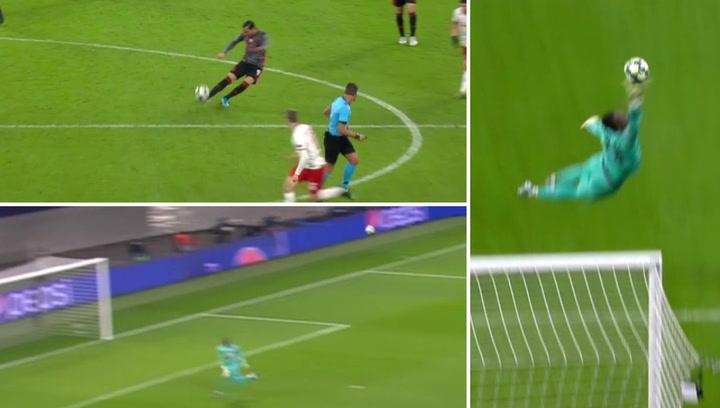 Champions League: RB Leipzig - Benfica. Chut desde mediocampo de Raúl de Tomás que casi acaba en gol